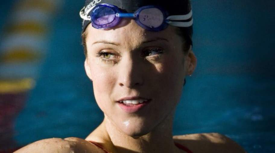 """Varnar för kosttillskotten. """"Jag kände inte igen mig själv"""", säger före detta elitsimmaren Ebba Nyberg, 31."""