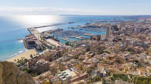 Utsikt över Alicante från borgen Santa Barbara.