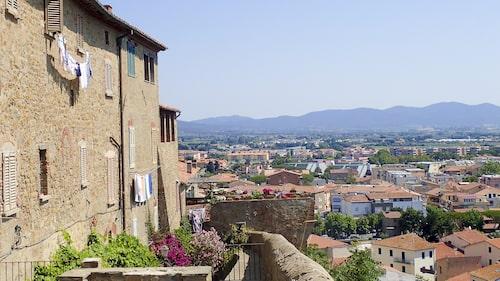 Castiglione della Pescaia har vuxit från fiskeby till populär badort.