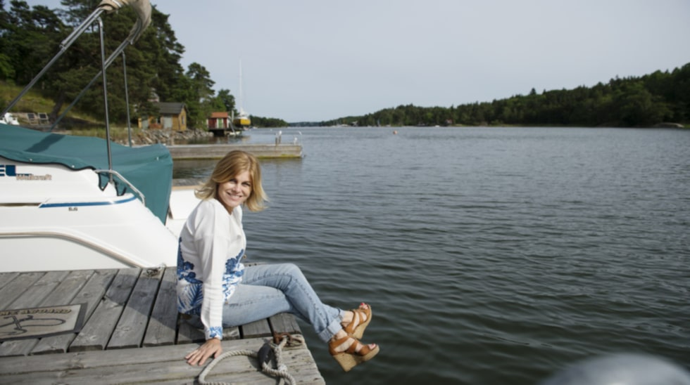 Pernilla på Norra Lagnö, där hon bodde som barn.