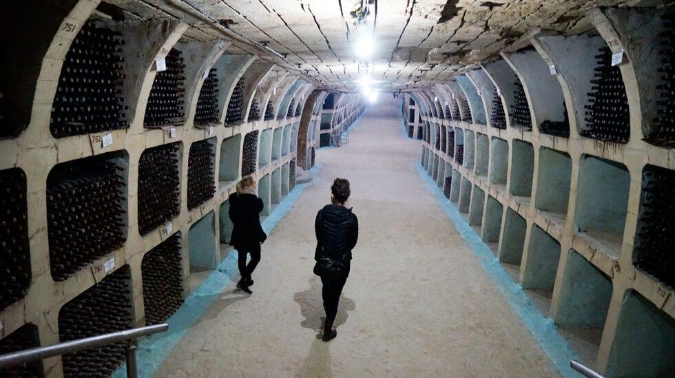 Den heter Mileștii Mici och innehar titeln som världens största vinkällare i Guinness rekordbok.
