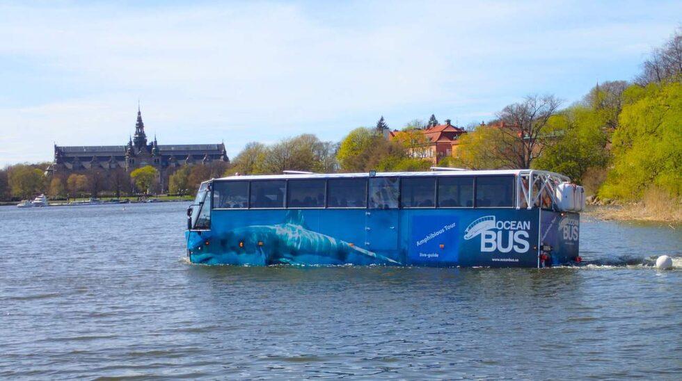 Amfibiebussen Estelle väger nio ton, men flyter fint i Djurgårdsbrunnsviken.