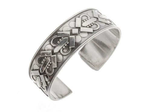 Armring, 3 950 kronor. Välarbetad armring i silver, tillverkad i Danmark av Georg Jensen.