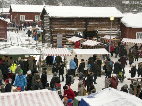 På Gammlia i Umeå samlas över 100 knallar för årets julmarknad.