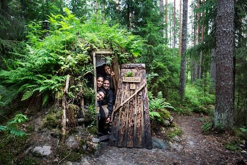 Kolarbyns traditionella kolarkojor brukar kallas en av jordens mest primitiva hotell - och är en oförglömlig upplevelse som skapar ännu starkare återkoppling till grunderna i vildmarken.
