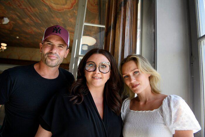 """Nya såpan """"Lyckoviken"""". Camilla med skådespelarna     Martin Stenmarck och Disa Östrand."""