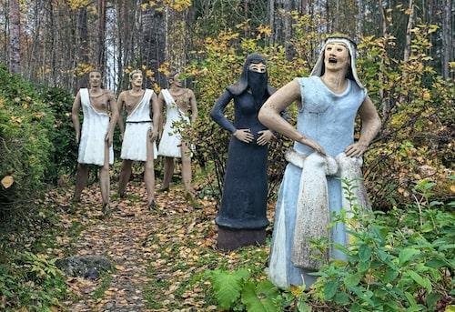 Veijo Rönkkönens park är Finlands viktigaste samling av samtida folkkonstverk.