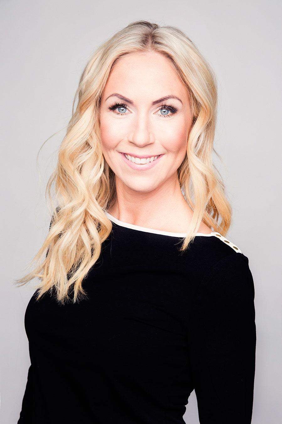 Annica Forsgren är utbildad hudterapeut och grundare av Skincity. Här tipsar hon om hur du vårdar hyn i sommar.