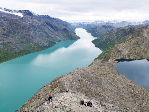 Spänn på dig kängor och ta en tur till Jotunheimen, där de flesta av Norges högsta berg finns.