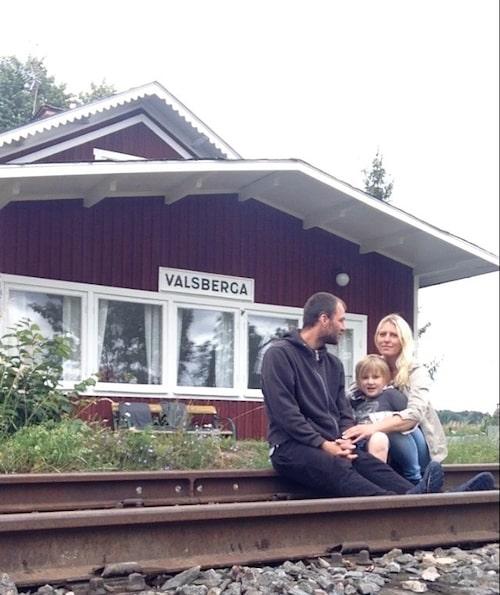 Johanna, Madhu och barnen Zid och Knut tog huset under sina vingar i september.