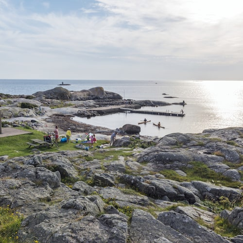 Skärgårdsön Hönö har gästhamn, badvikar och fullt av sommaraktiviteter.