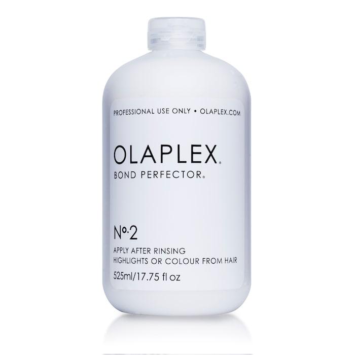 No. 2 bond perfector: Andra steget på salong, används när färgen sköljts ur men innan schamponering. No. 2 bygger upp hårstråna.