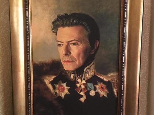 Unos favoritrum är hans studio där han jobbar. Husguden är David Bowie.