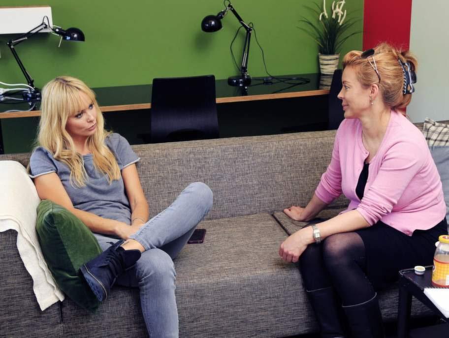 Öppenhjärtig. Söndags reporter Maria K Broman fick ett öppenhjärtigt samtal med Izabella Scorupco på tillfälligt besök i Sverige.