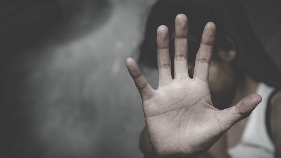 """""""När han slog mig första gången, med handen på mitt lår, reagerade jag inte så mycket."""""""