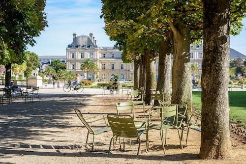Ett 30-tal parker, sammanlagt 500 hektar, är oaser i storstaden, Luxembourg-parken är bara en av dem.