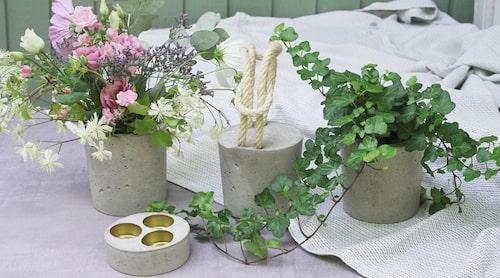 En form - många användningsområden. Allt på bilden är gjutet i en yoghurtburk modell större. En vas, en ljuslykta, ett dörrstopp av betong och en blomkruka.
