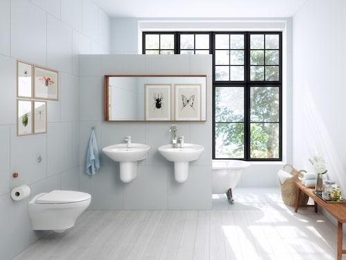 Med en vägghängd toalett underlättar du städningen. Denna kommer från Gustavsberg.