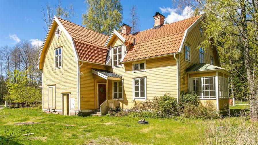 Villan byggdes 1923 och var på den tiden påkostad.