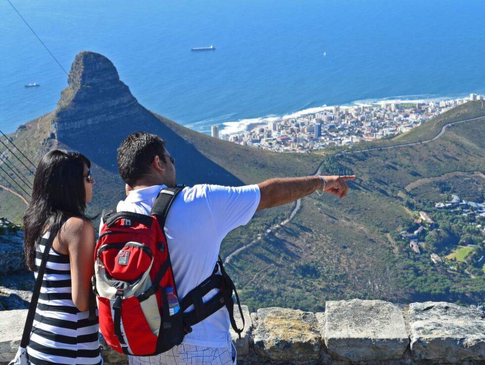 Att åka den hisnande färden med linbana upp till Taffelbergets platå på 1067 meters höjd går helt enkelt inte att välja bort som turist i Kapstaden.