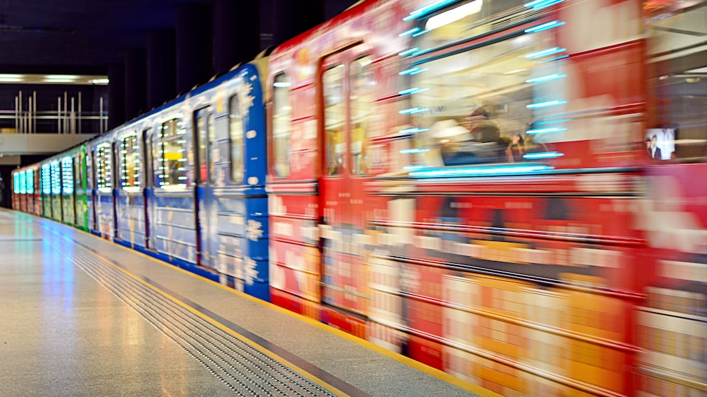 För andra året i rad satsar kollektivtrafiken på julpynt.