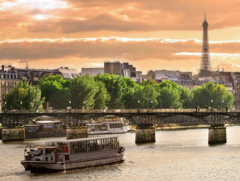 Kan du vänta till augusti är Paris prisvärt.