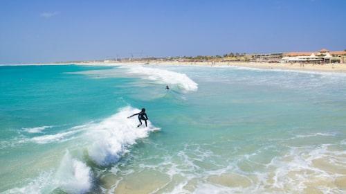 Det är ofta starka vindar på Sal, hit kommer många för att surfa.