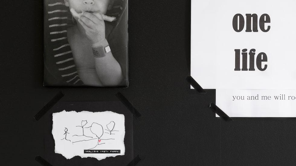 Ovanför sängen har Cissi hängt upp en teckning som Milo ritat till pappa Nico.