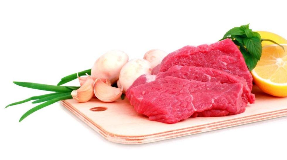 I dag lyder Livsmedelsverkets råd att vi inte bör äta mer än 500 gram rött kött och charkuterier i veckan. Men experterna är inte överens.