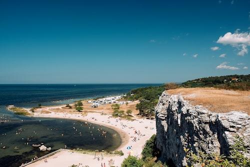 På Gotland varvas vandring med salta bad.