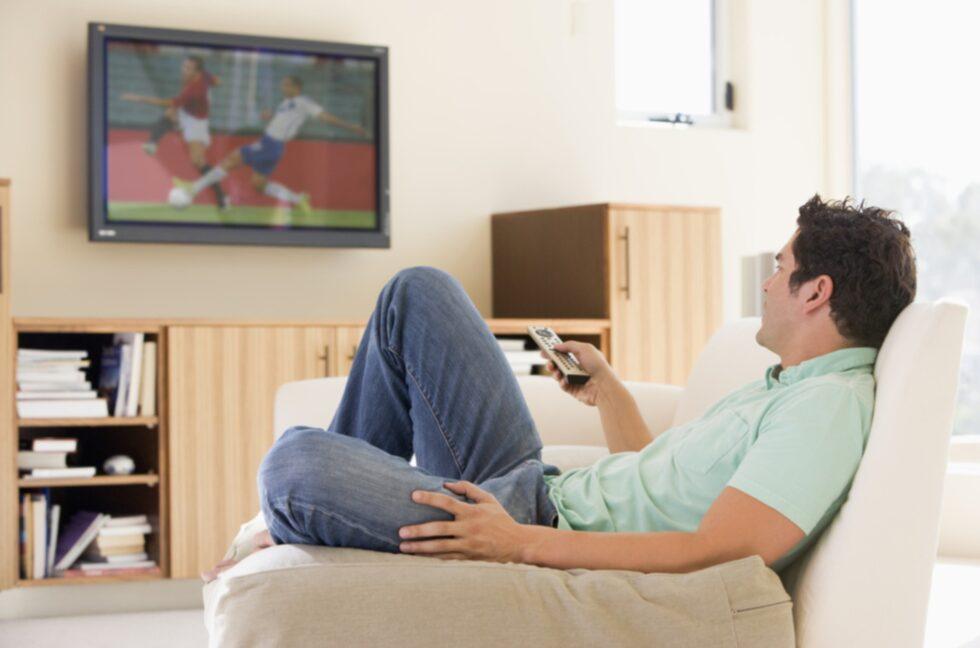 """... medan männen prioriterar """"bra ytor att titta på tv"""" och """"bra ytor för arbete""""."""