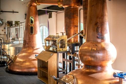 På High Coast Distillery kan man lära sig mer om whiskyproduktion.