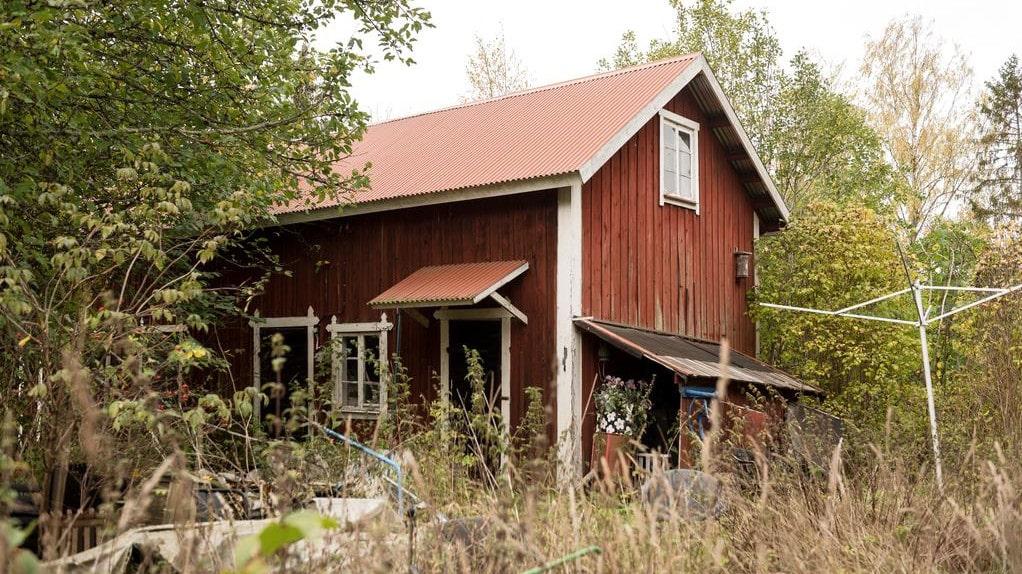 Tomten var 8921 kvadratmeter och här fanns flera mindre hus.