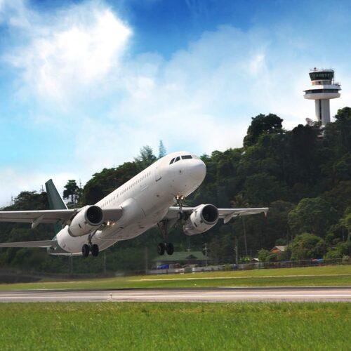 Att fönsterluckorna måste vara öppna vid takeoff och landning är en säkerhetsfråga.