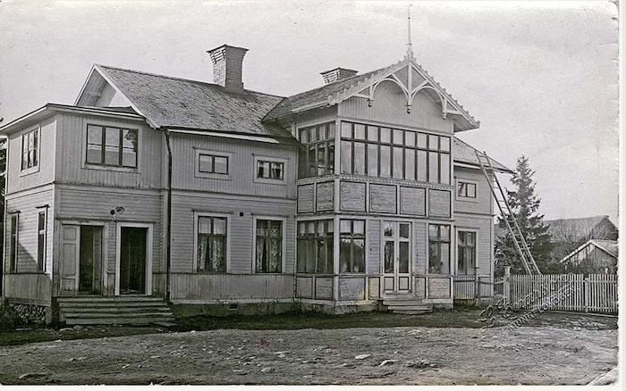 Så här såg villan ut en gång i tiden när den beboddes av Johan Häggblad med familj.