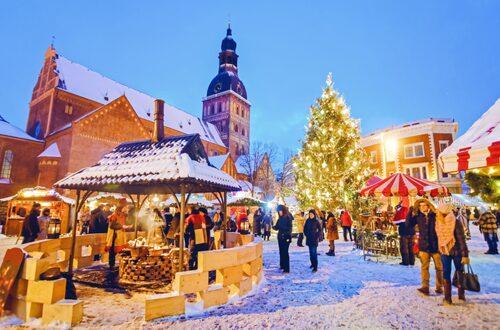 Julgranen på Rigas marknad tänds varje år av stadens borgmästare.