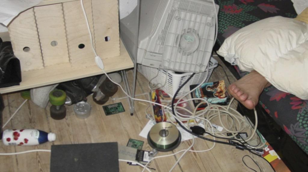 Städa! Ett stökigt sovrum samlar lätt på sig damm och är dessutom distraherande.