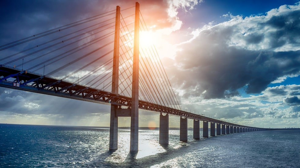 I Malmö finns den moderna Öresundsbron som förbinder staden med Köpenhamn.
