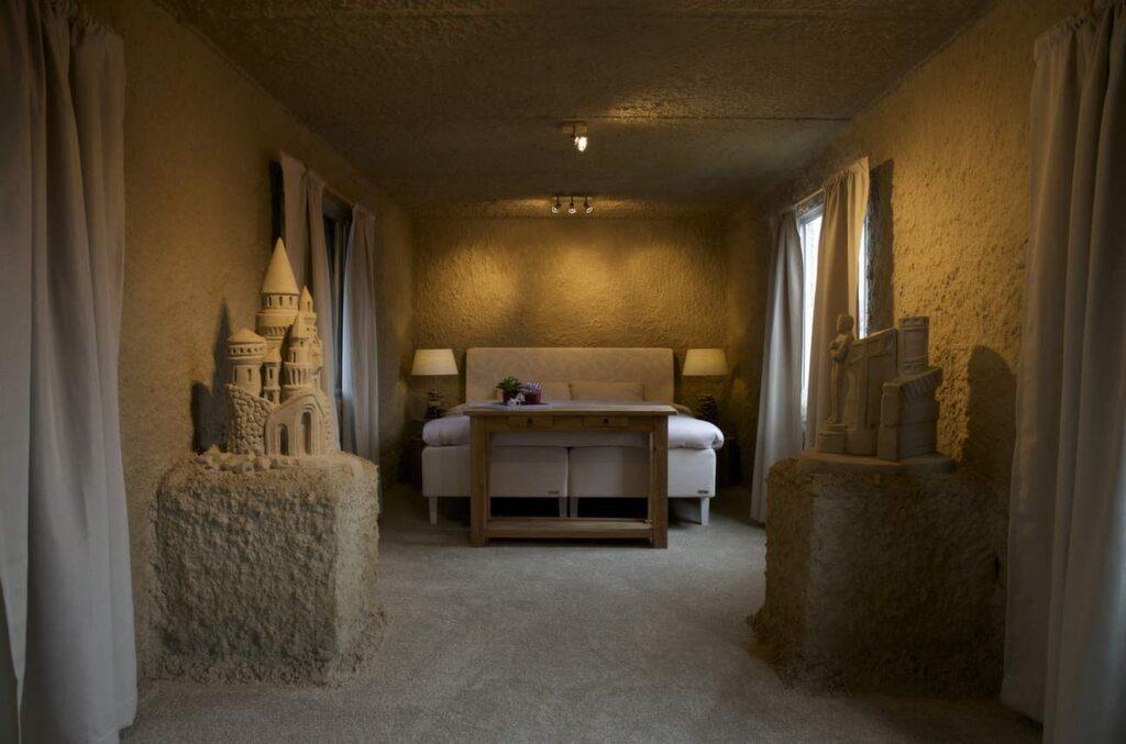 <p>Sandhotellen i holländska Oss och Sneek är en del av städernas årliga sandfestival.</p>