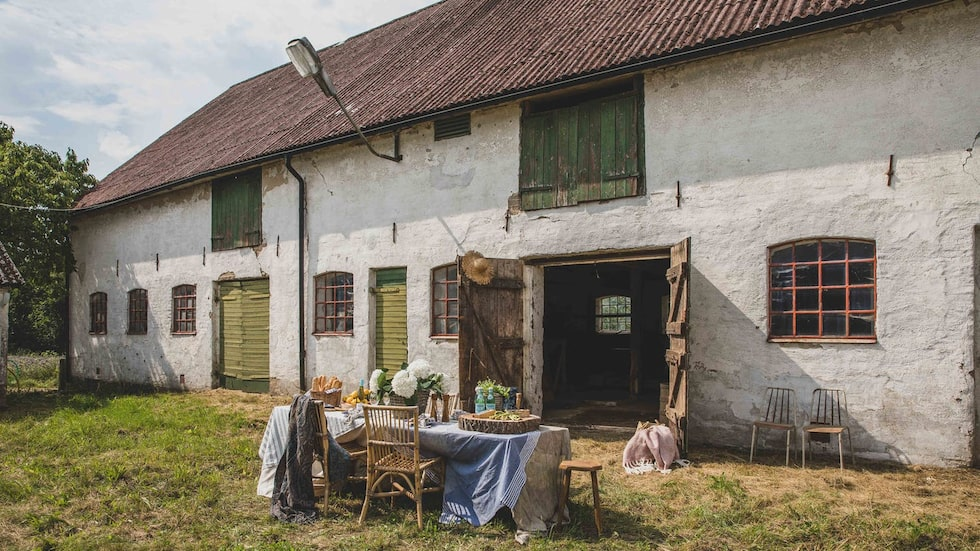 Gården utanför Kristianstad är till salu på Hemnet.
