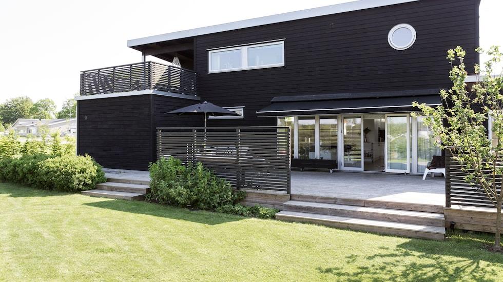 Huset är på 200 kvadratmeter. Välplanerat och byggt efter solens riktning.