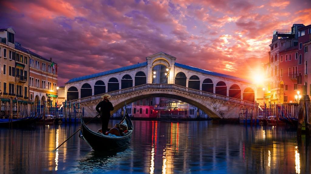 I Venedig riskerar kanalerna att svämma över.