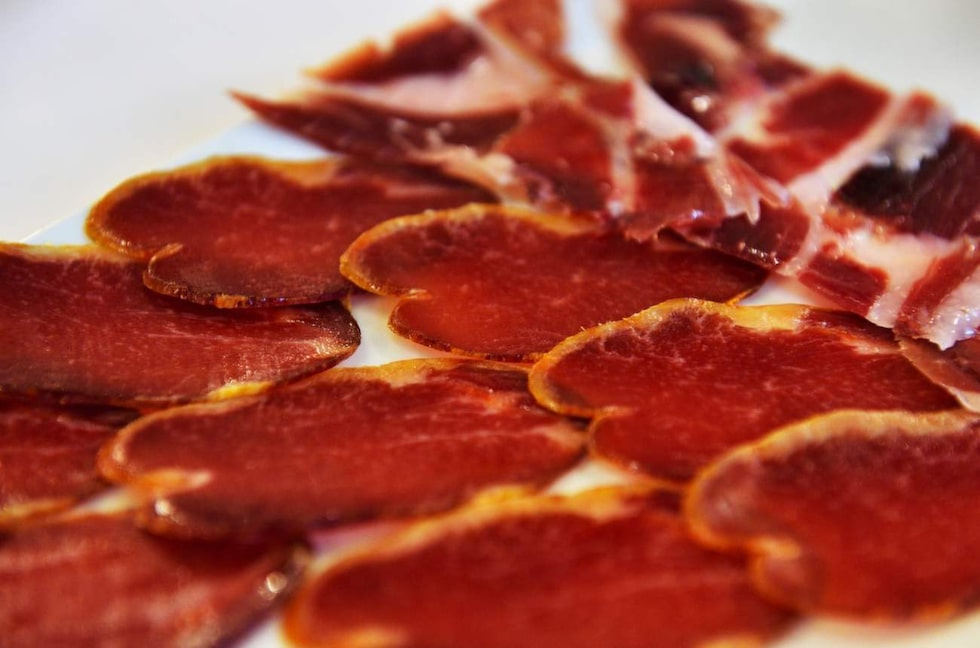 Mums. Typisk spansk torkad skinka.