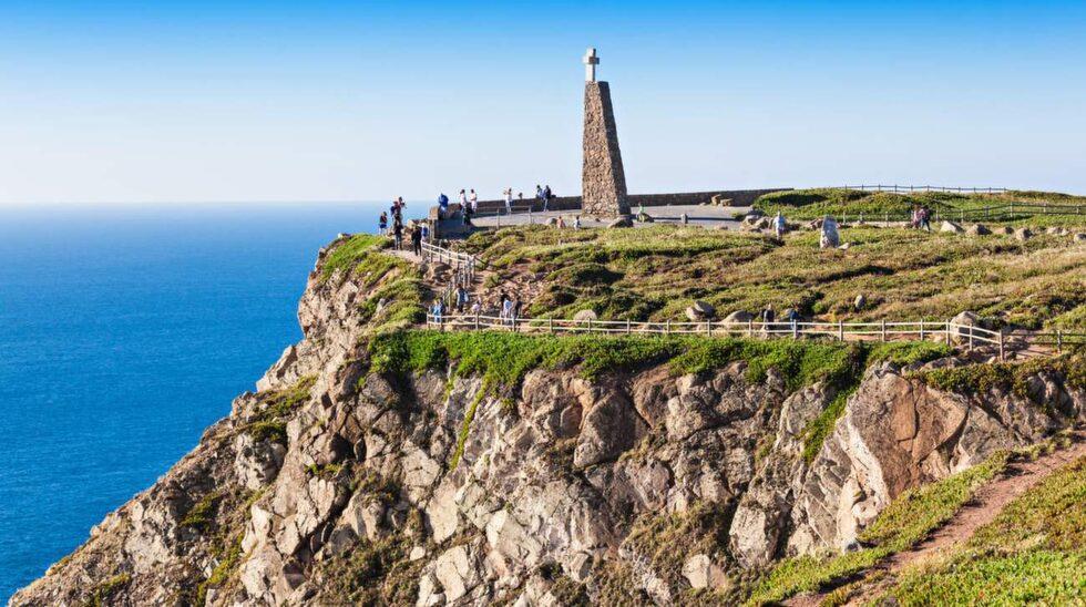 <p>Ett polskt par föll från klippan Cabo da Roca i Portugal förra året när de skulle ta en selfie med sina barn.</p>