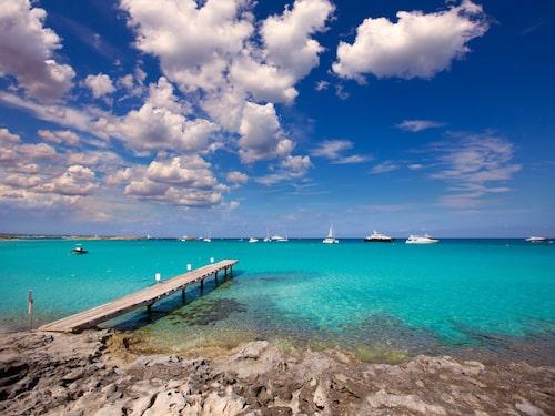 En av världens bästa stränder heter Illetes och finns på Formentera i Balearerna.