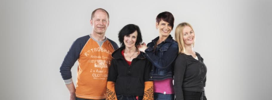 Per, Eva, Maria och Elina har alla tatueringar på kroppen. Men vem har vad på kroppen?