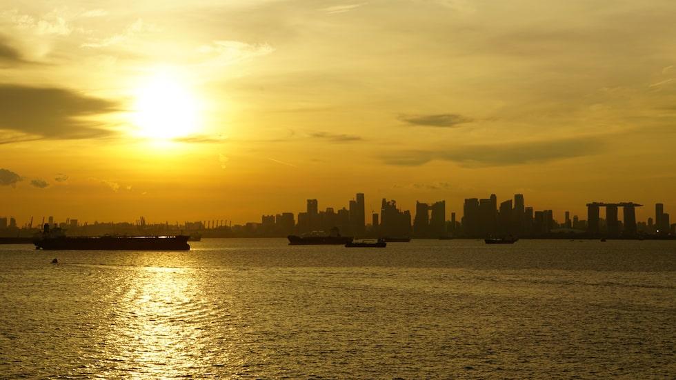 Inloppet till Singapore som det ser ut när man anländer med lastfartyg  från Australien.