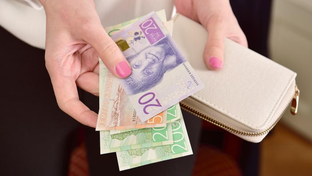 Automatisk överföring varje månad, medlåntagare eller bo billigare ett tag –knepen för att spara pengar till en kontantinsats är många. Läs tipsen nedan!