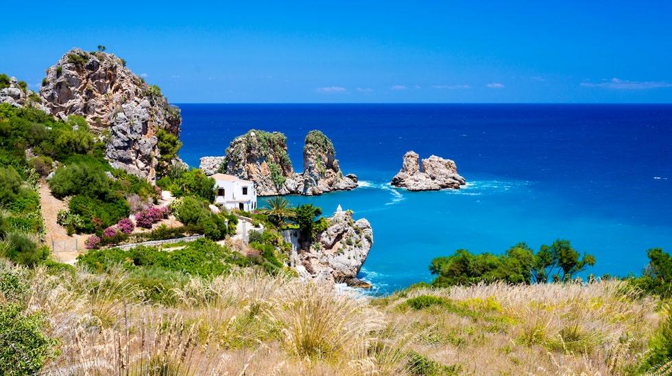 Hotellet ligger i staden Sciacca på sydvästra Sicilien.