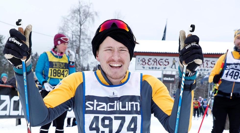 Aron Andersson är äventyraren som var den första i rullstol som besteg Kebnekaise. Han har även åkt flera vasalopp.